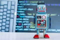 Símbolo para um chatbot ou um bot social e algoritmos, código do programa no fundo imagem de stock royalty free