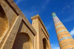 Símbolo religioso del Islam Alminares de la mezquita Ichang-Kala uzbekistan foto de archivo