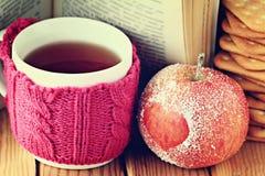 Símbolo romántico del corazón de la manzana Fotos de archivo
