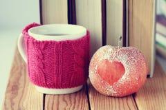 Símbolo romántico del corazón de la manzana Foto de archivo