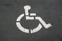 Símbolo tido desvantagens branco no pavimento Imagem de Stock