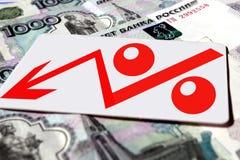 Símbolo vermelho da porcentagem no fundo das cédulas Fotos de Stock Royalty Free