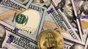 Símbolo y dinero de Bitcoin metrajes
