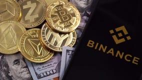 Símbolo y dinero de Bitcoin almacen de metraje de vídeo