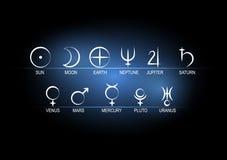 Símbolos astronômicos ajustados da ilustração do vetor dos planetas brancos no preto com fundo azul Foto de Stock Royalty Free