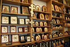Símbolos cristãos na loja de lembranças Fotos de Stock Royalty Free