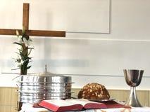 Símbolos cristianos de la celebración de Pascua fotos de archivo