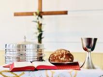Símbolos cristianos de la celebración de Pascua imagen de archivo
