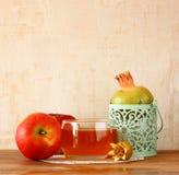 Símbolos de Apple, de la miel y de la granada del día de fiesta del hashanah del rosh Fotografía de archivo