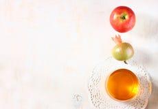 Símbolos de Apple, de la miel y de la granada del día de fiesta del hashanah del rosh Fotografía de archivo libre de regalías
