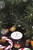 Símbolos de la Navidad - media, velas, abeto, bastón de caramelo, cin Imagen de archivo