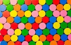 Símbolos de madeira redondos coloridos Fotos de Stock