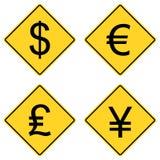 Símbolos de moeda em sinais de estrada Imagens de Stock
