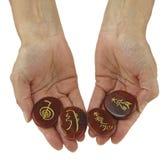 Símbolos de Reiki grabados al agua fuerte sobre piedras pulidas de la cornalina Fotografía de archivo libre de regalías