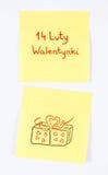 Símbolos del día de tarjetas del día de San Valentín dibujados en el papel, inscripción tarjetas del día de San Valentín polacas  Foto de archivo