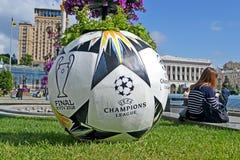 Símbolos del final 2018 de la liga de campeones de UEFA en Kiev, Ucrania, imagen de archivo