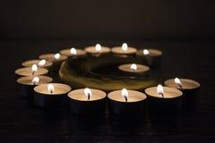 Símbolos del Islam Luces de la vela en fondo negro fotografía de archivo libre de regalías
