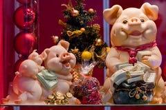 Símbolos del juguete del Cerdo-Nuevo año Imagen de archivo libre de regalías