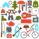Símbolos e ícones de acampamento ajustados do equipamento da ilustração do vetor no estilo liso dos desenhos animados ilustração stock