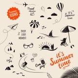 Símbolos e objetos tirados mão do vetor do verão Imagem de Stock Royalty Free