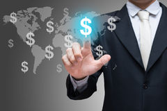 Símbolos financieros del tacto de la mano del hombre de negocios en fondo gris Fotos de archivo libres de regalías