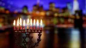 Símbolos judíos del hannukah del día de fiesta - menorah almacen de metraje de vídeo