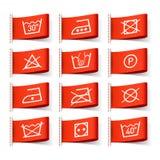 Símbolos que se lavan en escrituras de la etiqueta de la ropa Foto de archivo