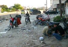 Síria, Latakia - 4 de novembro: Comércio e reparo das motocicletas. Foto de Stock