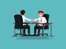 Sócios comerciais Aperto de mão de dois homens de negócios atrás de uma mesa V ilustração stock