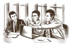 Sócios comerciais que discutem originais e ideias na reunião Vetor gravado Fotos de Stock