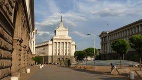 Sófia, Bulgária - 24 de abril de 2018: O centro de cidade de Sófia, a capital de Bulgária vídeos de arquivo