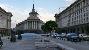 Sófia, Bulgária - 24 de abril de 2018: O centro de cidade de Sófia, a capital de Bulgária Construções da presidência, o Conselho  vídeos de arquivo