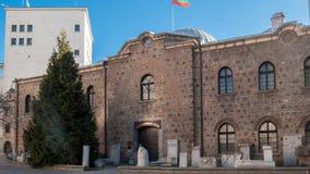 SÓFIA, BULGÁRIA - 20 DE DEZEMBRO DE 2016: Entrada do museu nacional da arqueologia na cidade de Sófia Fotos de Stock