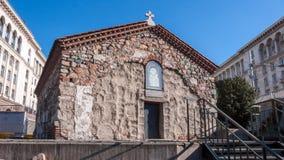 SÓFIA, BULGÁRIA - 20 DE DEZEMBRO DE 2016: Vista surpreendente da igreja do St Petka em Sófia Fotografia de Stock