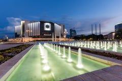SÓFIA, BULGÁRIA - 3 DE JULHO DE 2016: Opinião do por do sol do palácio nacional da cultura em Sófia Fotos de Stock