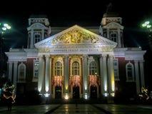 Sófia na noite - ` de Ivan Vazov do ` do teatro nacional, Bulgária imagens de stock