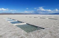 Sól baseny na Salar Uyuni słonym jeziorze, solankowa produkcja Zdjęcia Royalty Free