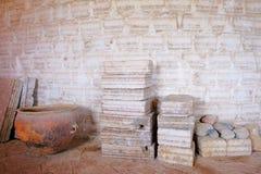Sól bloki i soli ściana, Salar De Uyuni słonego jeziora mieszkanie, uyuni, Boliwia obraz royalty free