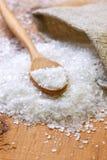 Sól i drewniana łyżka zdjęcie stock