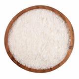 Sól w drewnianym pucharze na bielu Obrazy Stock