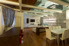 Sótão interior, largo, sala de jantar Foto de Stock Royalty Free