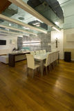 Sótão interior, largo, sala de jantar Imagem de Stock Royalty Free