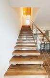 Sótão moderno, opinião da escadaria Foto de Stock Royalty Free