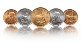 Söder - mynt för afrikansk krugerrandunssilver och för guld- guldtacka arkivbilder