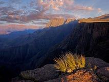 södra africa drakensbergberg Arkivbild