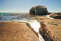 södra africa strandstenblock Arkivfoton