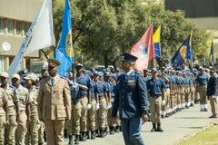 Södra - afrikansk polisservice på Parade med staden av Johannesburg EMS sjunker Royaltyfri Bild