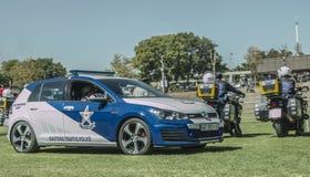 Södra - afrikanska polisbilar med trafikmopeder Royaltyfri Fotografi