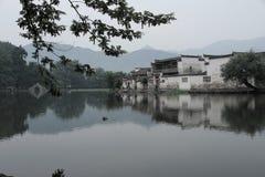 södra by för forntida hongcun för porslin kinesisk royaltyfri bild