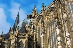 Södra fasad av den Aachen domkyrkan Arkivbild